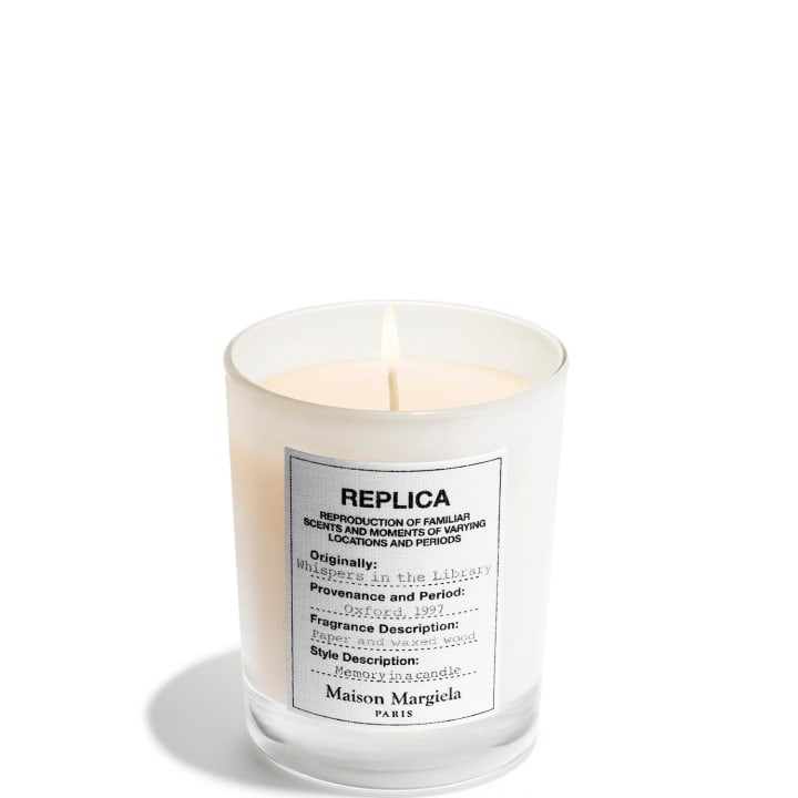 REPLICA Whispers in the Library Bougie Parfumée Orientale - Maison Margiela - Incenza