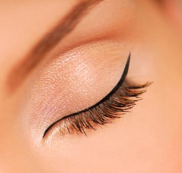 Oeil maquillé avec de l'eye-liner